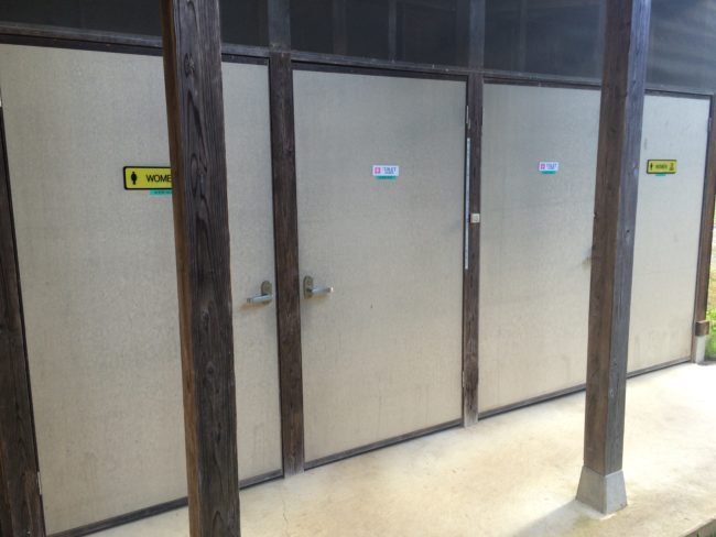 上毛高原トイレ入口