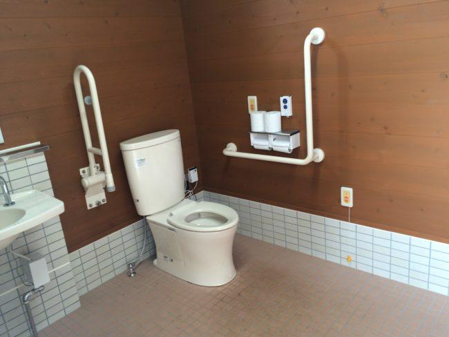 だるま山高原キャンプ場洋式トイレ中2