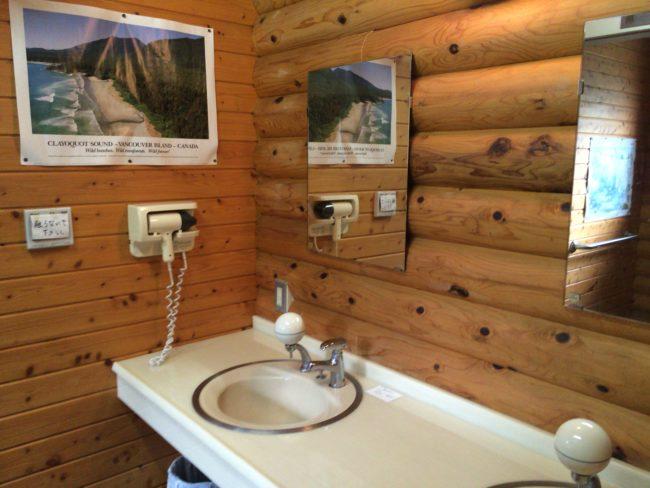だるま山高原キャンプ場管理棟内洗面所