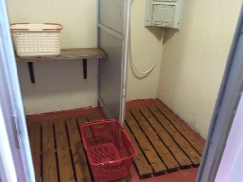 キャンプ黄金崎シャワー室中