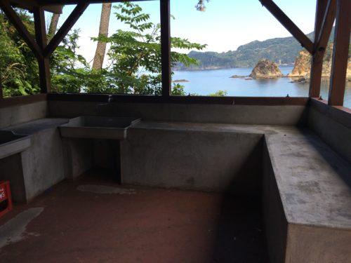 キャンプ黄金崎炊事場からの眺め