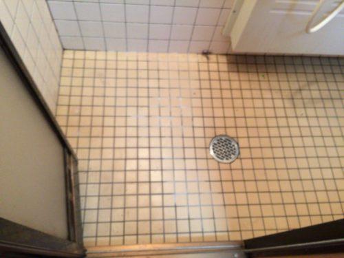 小黒川渓谷キャンプ場シャワー室床