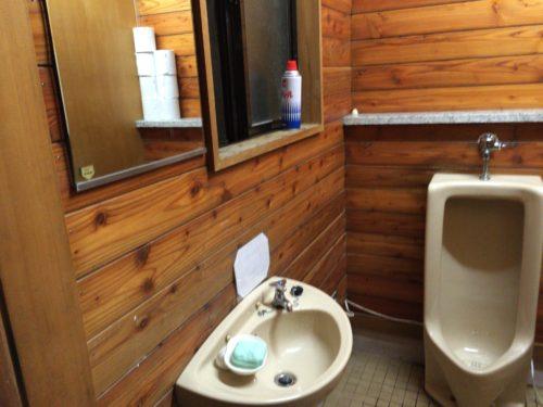 小黒川渓谷キャンプ場トイレの中