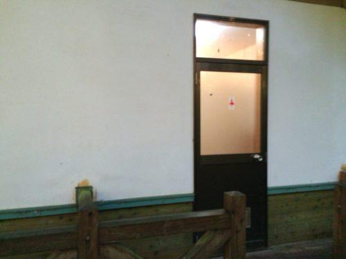 小黒川渓谷キャンプ場トイレ入口