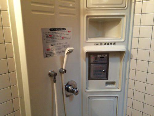 小黒川渓谷キャンプ場シャワー室の中