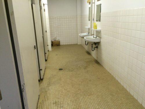 内浦山県民の森オートキャンプ場 トイレ入口