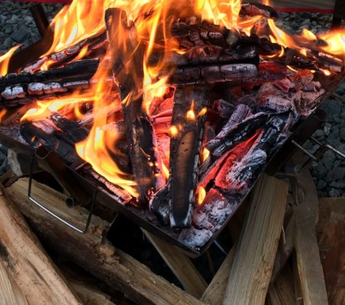 神之川キャンプ場 で購入した薪で焚き火