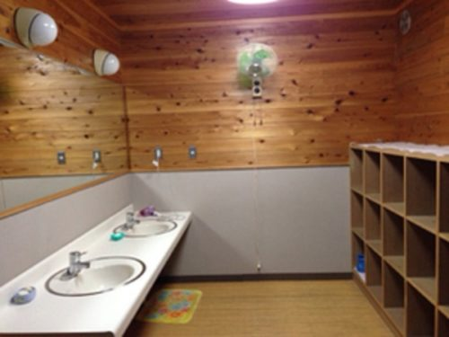 なんもく村自然公園お風呂脱衣場と洗面