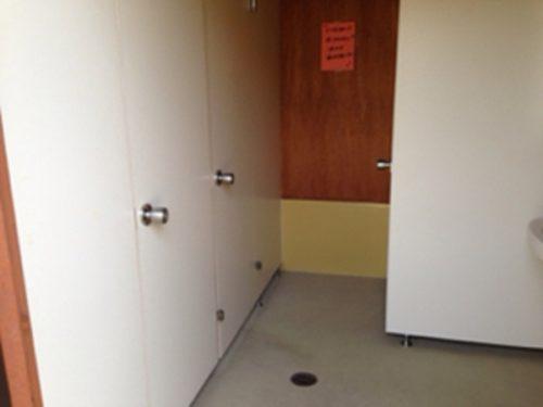新治ファミリーランドトイレ入口