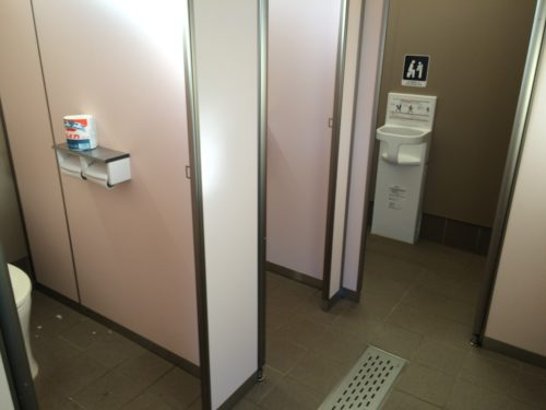 三王山ふれあい公園オートキャンプ場 トイレ個室