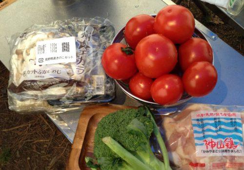 梓水苑キャンプ場・松香寮オートキャンプ場 でキャンプ料理夕食・2日目鶏肉ときのこのトマト煮込み
