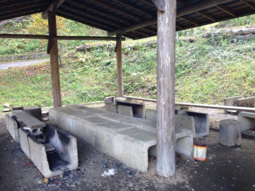 なんもく村自然公園キャンプ場 キャンプサイトの筋地場後ろにある炉