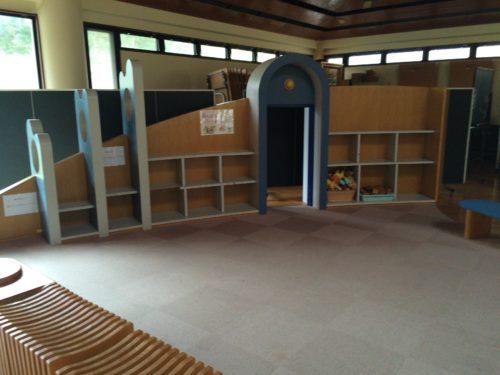 内浦山県民の森オートキャンプ場の総合センター室内あそび場
