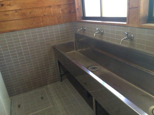 みどりの村キャンプ場コインランドリー洗い場