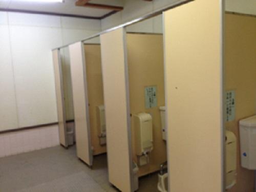 清和県民の森キャンプ場のトイレ内部