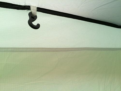 Colman Aravis 3のテント内にあるランタンフック