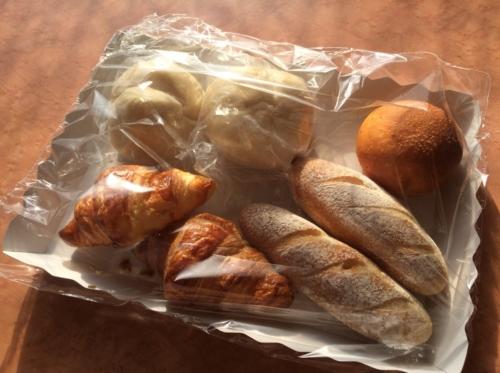 デルフリ村のパン屋さんで購入したパン