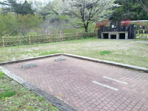清和県民の森オートキャンプ場内のサイト区画