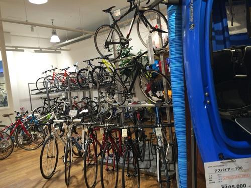 モンベルショップ店内自転車展示