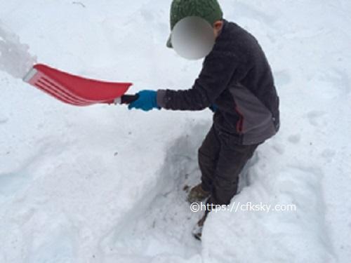 PICA山中湖ハンモックコテージの外で雪遊び