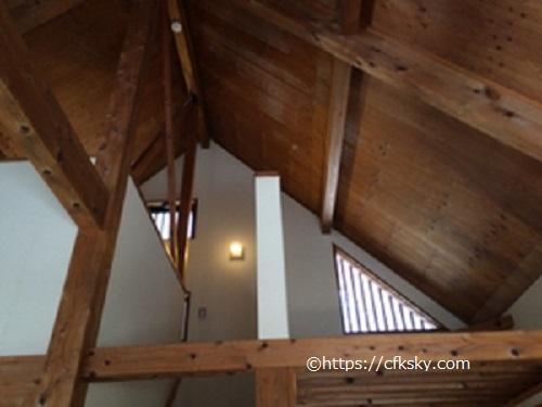 PICA山中湖ハンモックコテージ天井の高い室内