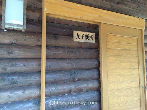 かじかの湯キャンプ場トイレ入口