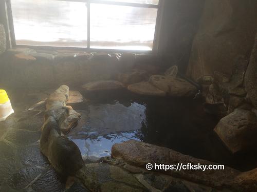 くるみ温泉キャンプ場の温泉の湯船