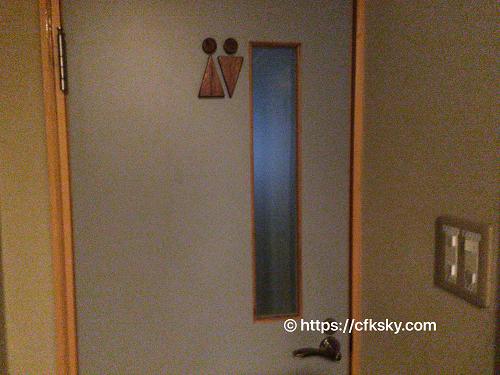 くるみ温泉キャンプ場 の室内トイレ入口