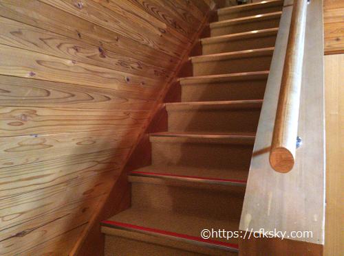 かじかの湯かじか荘コテージ二階へ行く階段
