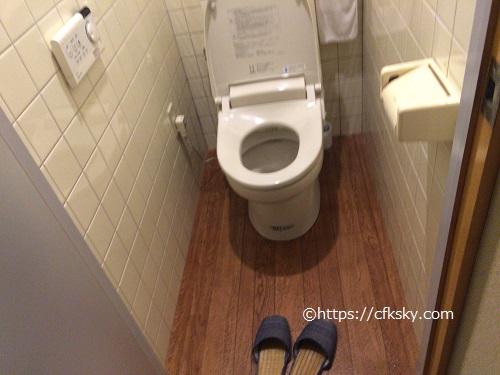 くるみ温泉キャンプ場男女兼用のウォシュレットつきトイレ
