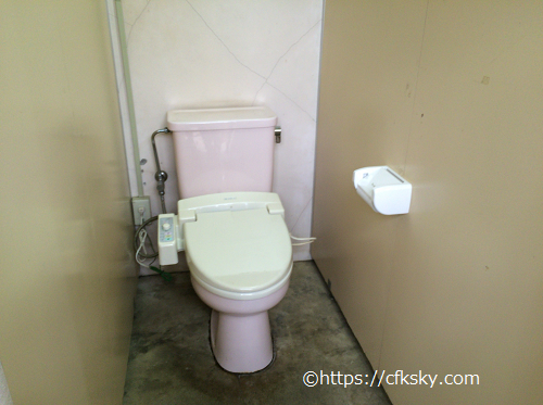 イレブンオートパキャンプパークのトイレ個室