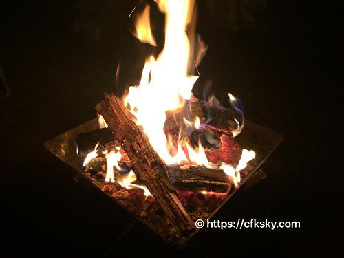 キャンピカ明野ふれあいの里ログキャビン・ロフトでのキャンプして焚き火