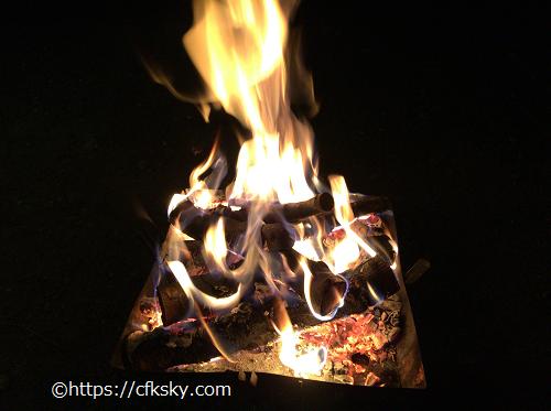 イレブンオートパキャンプパークで母子キャンプの焚き火