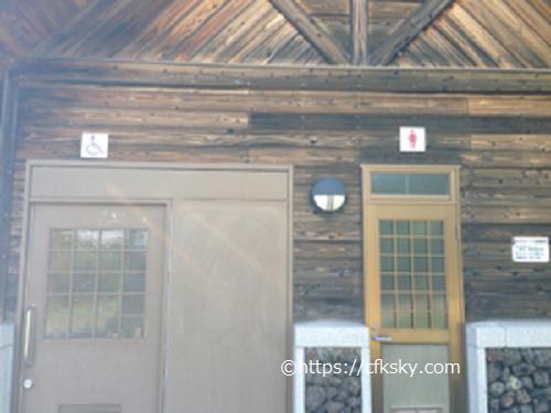 内山牧場キャンプ場の管理棟横のトイレ