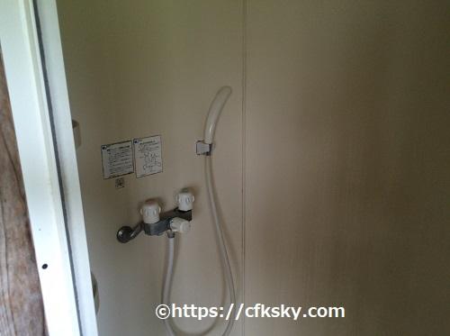 ワイルドキッズ岬キャンプ場のシャワー室内