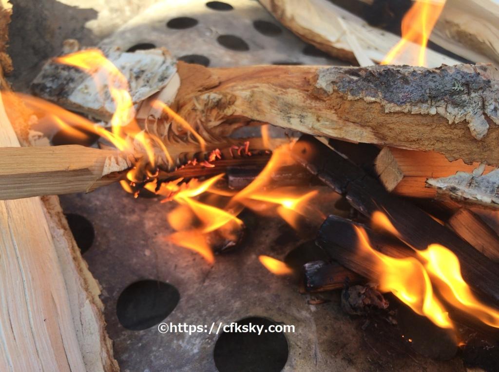 フェザースティックで焚き火