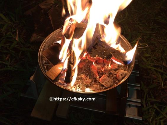 自作した焚き火台で楽しんだ焚き火