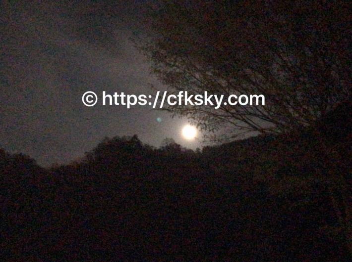 青根キャンプ場からみれた満月
