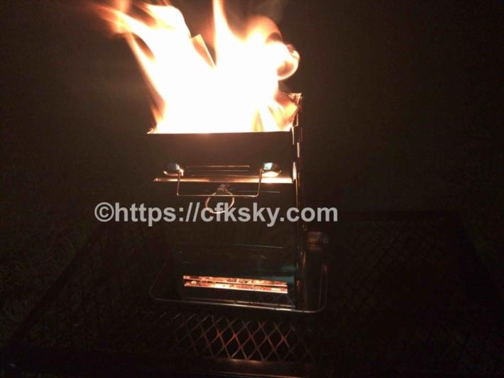 新しいコンパクト焚き火台をキャンプで使ってみた