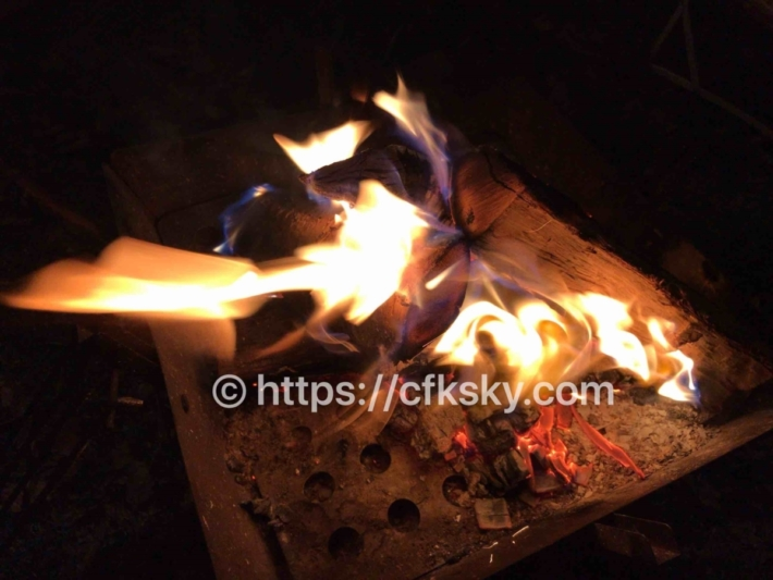 上野沼やすらぎの里キャンプ場での焚き火