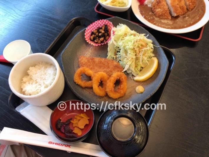 下賀茂温泉銀の湯会館のお食事処でイカリングサーモンフライ定食を食べた