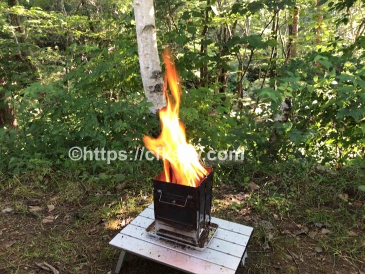 コンパクト焚き火台で朝焚き火