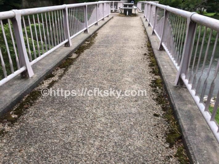 かもしかオートキャンプ場から橋を渡ってかもしか荘の温泉へ