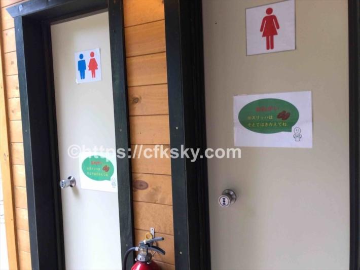 かもしかオートキャンプ場のトイレ入口