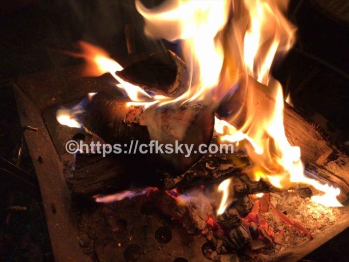 菅平高原ファミリーオートキャプ場での夜の焚き火