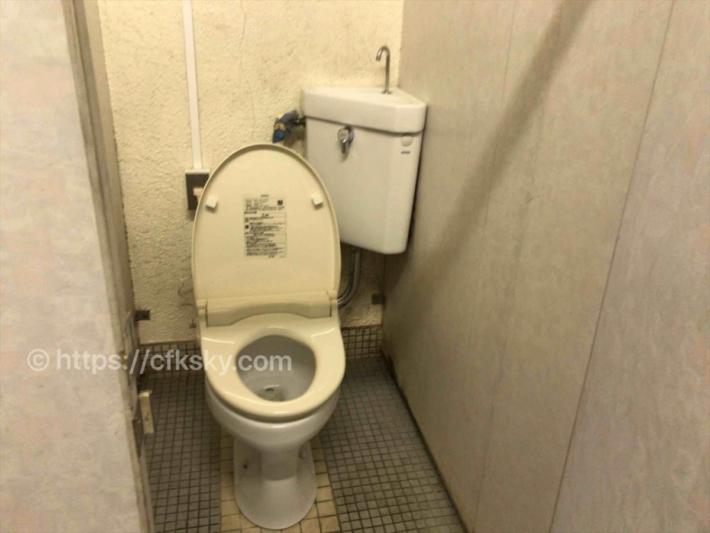 本栖湖いこいの森キャンプ場のトイレ個室