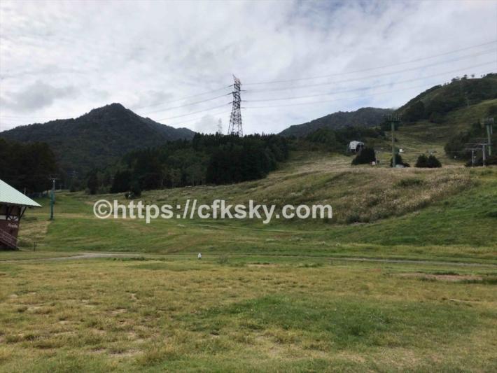 苗場高原オートキャンプ場の傾斜のあるサイト