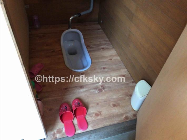 黒坂オートキャンプ場の第二サイトにある和式トイレ