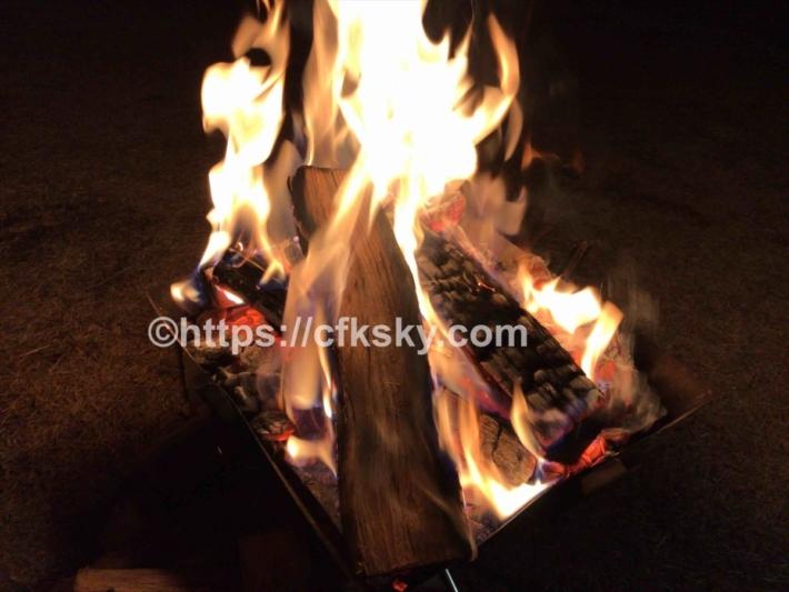 氷点下のキャンプでは焚き火の暖かさがありがたい