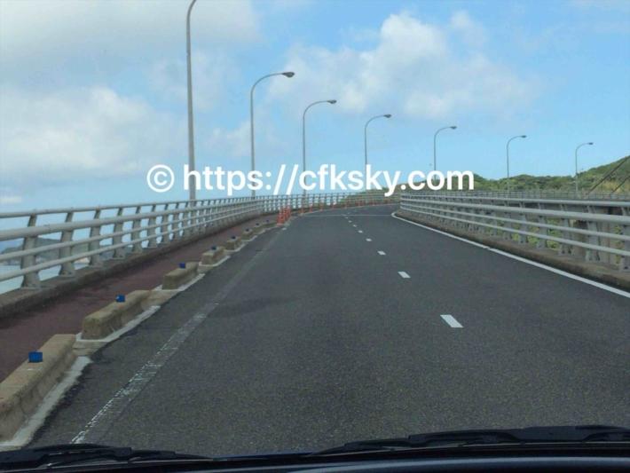 呼子大橋を渡って加部島に向かっている写真